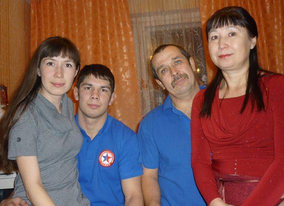 Моя семья - папа, мама, сестра и я