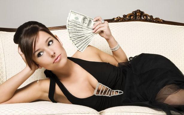 Женщина с деньшами